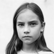 http://www.schueten.de/files/gimgs/th-12_schueten_portraits_2006_jana_germany.jpg